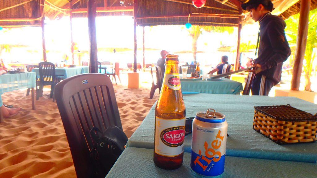 フーコック ロングビーチでベトナムビール