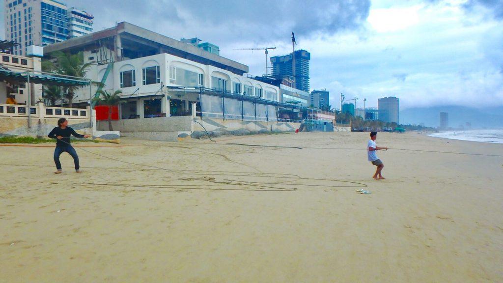 ベトナム・ダナンの現地人 ビーチ