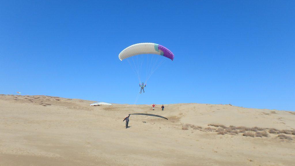 鳥取旅行 おすすめは砂丘でパラグライダー