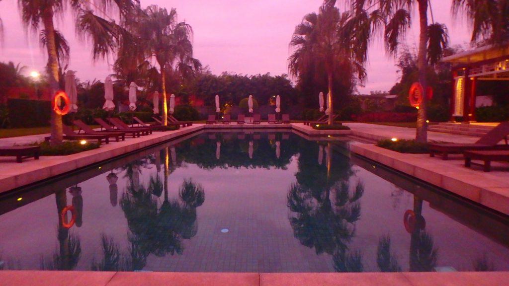 海外ホテルのクラブフロア専用プール プライベートビーチ