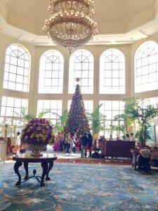 香港ディズニーランドホテル 豪華な内装のロビー