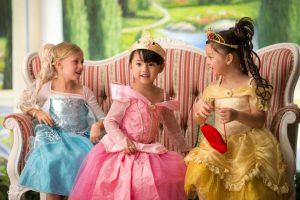 香港ディズニー プリンセスの衣装を着て写真撮影