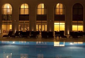 ドーハ ハマド国際空港に近い プールのあるホテル