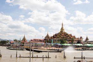 インレー湖観光 Paung Daw Oo Pagoda  ファウンドーウー・パヤー