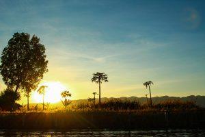 ミャンマーのインレー湖 サンセット