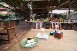 カンボジア ケップ ホテルのカフェの美味しいケーキ