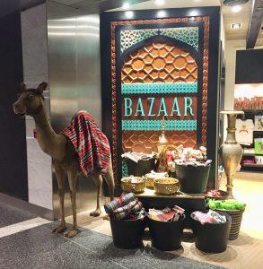 カタール・ドーハ ハマド国際空港内のお土産屋さん