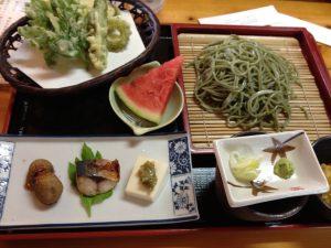 八丈島の美味しい名物 明日葉の天ぷらと蕎麦