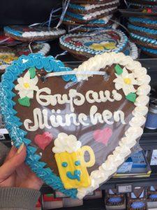 ミュンヘン空港内のスーパー お土産に可愛いクッキーを