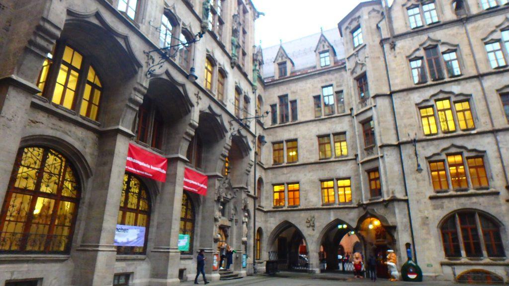 マリエン広場のおすすめレストラン Ratskeller München