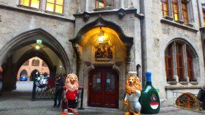ミュンヘンのおすすめグルメ 本場のドイツビール ラーツケラー