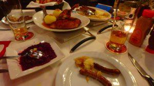 ミュンヘン 美味しいビールとソーセージのあるレストラン
