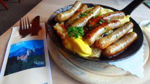 ノイシュヴァンシュタイン城近くのレストラン 美味しいソーセージ