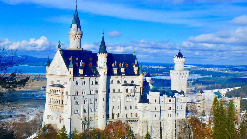 冬のドイツの服装 雪の中のヨーロッパ旅行 お城