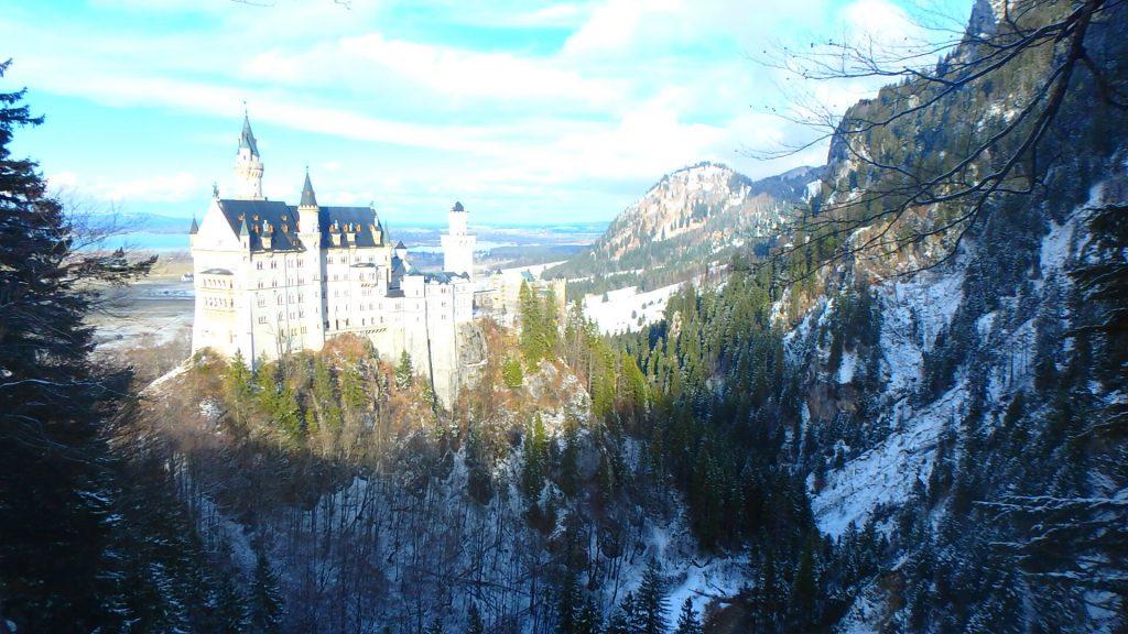 真冬のノイシュヴァンシュタイン城と雪景色