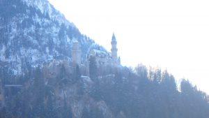 ノイシュヴァンシュタイン城の正面が見える場所
