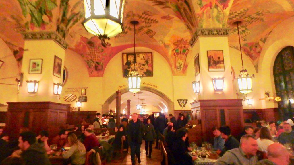 ミュンヘンで一番有名なビアレストラン ホフブロイハウス