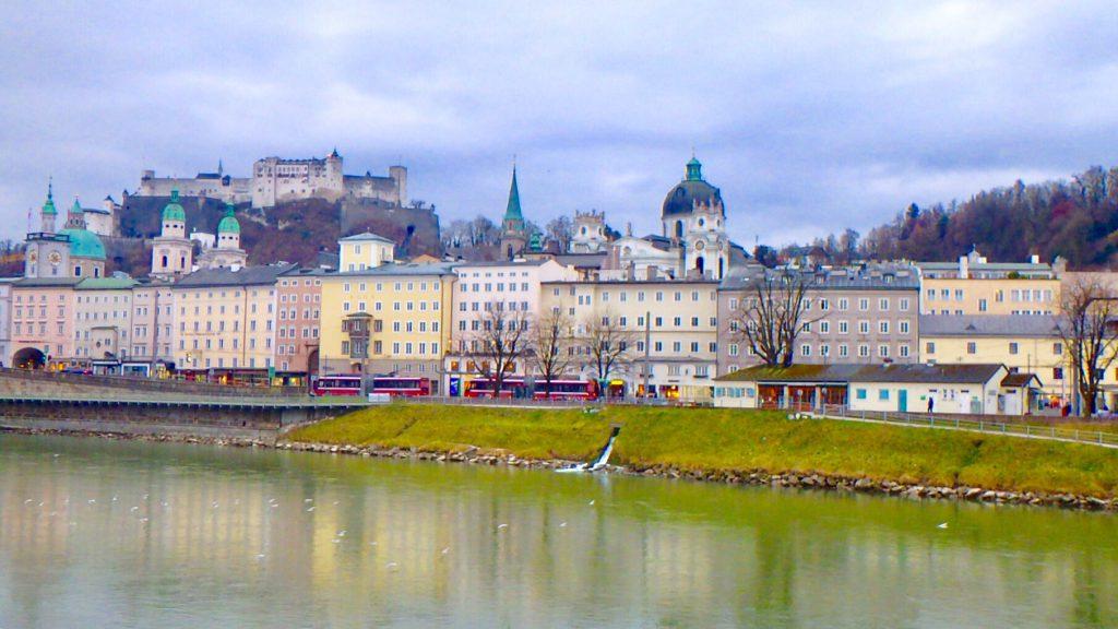 ミュンヘン近郊の観光 オーストリアへ電車旅行