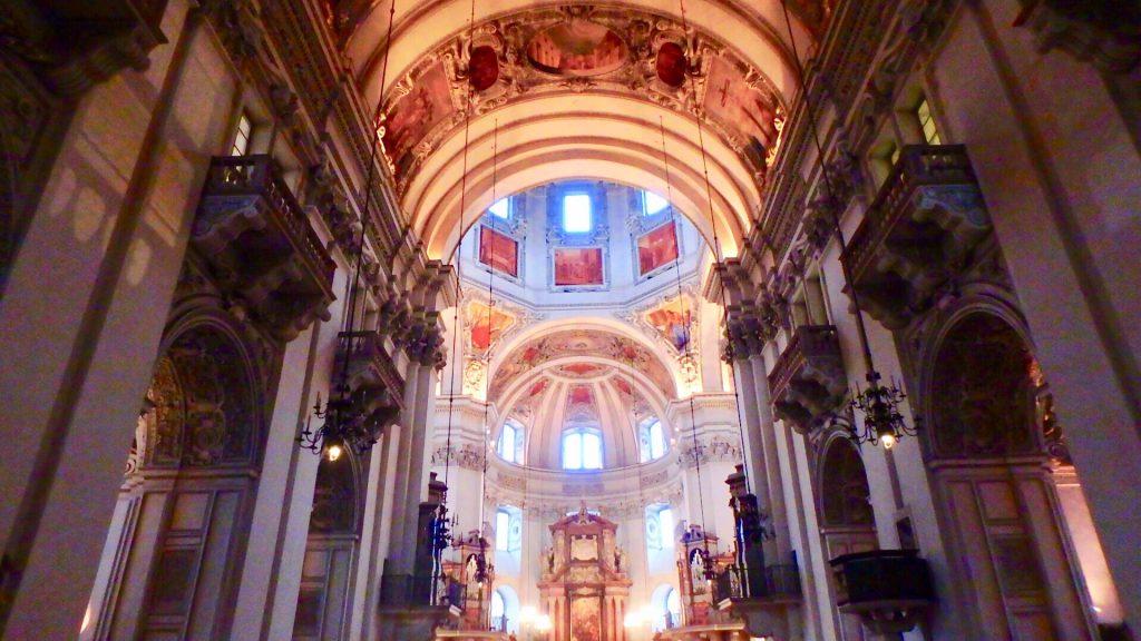 本物の教会で結婚式 海外挙式・ウエディング