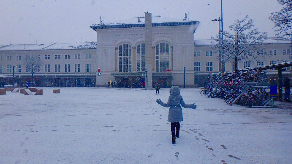 大雪のザルツブルグ駅前