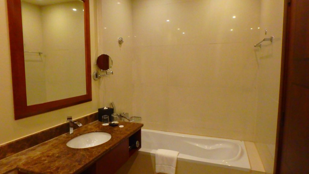 ドーハ ハマド国際空港に近い バスタブのあるホテル