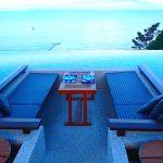 【プーケットで一番おすすめのレストラン】海沿いルーフトップテラスのソファ席