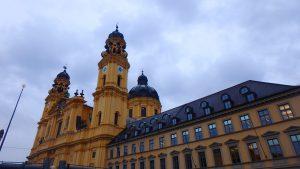 ミュンヘンの観光名所 最も美しい教会 テアティーナ教会