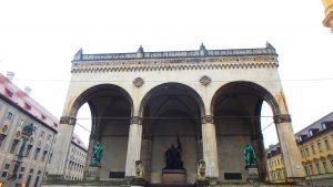 ミュンヘンの観光名所 フェルトヘルンハレ(将軍堂)