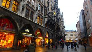 ミュンヘンの観光名所 マリエン広場でショッピング