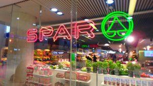 ザルツブルク駅内のスーパーマーケット SPAR