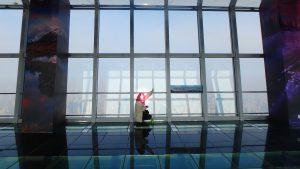 上海ヒルズの展望台 足元スケルトンの97階