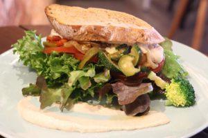 バンコクのお洒落カフェ Broccoli Revolution サンドイッチ