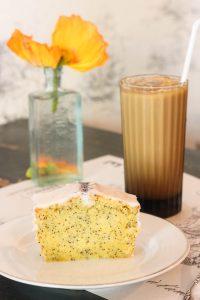 バンコクのカフェ EDEN'S 美味しいシフォンケーキ