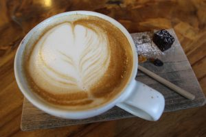 バンコクのおすすめカフェ Iwane goes natures ラテアート