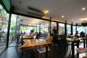 バンコクのおすすめカフェ Iwane goes natures 店内