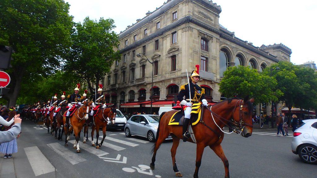 フランスの休日 戦勝記念日のパレード