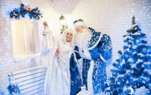 ロシアのクリスマスは1月7日 サンタクロースが青色!