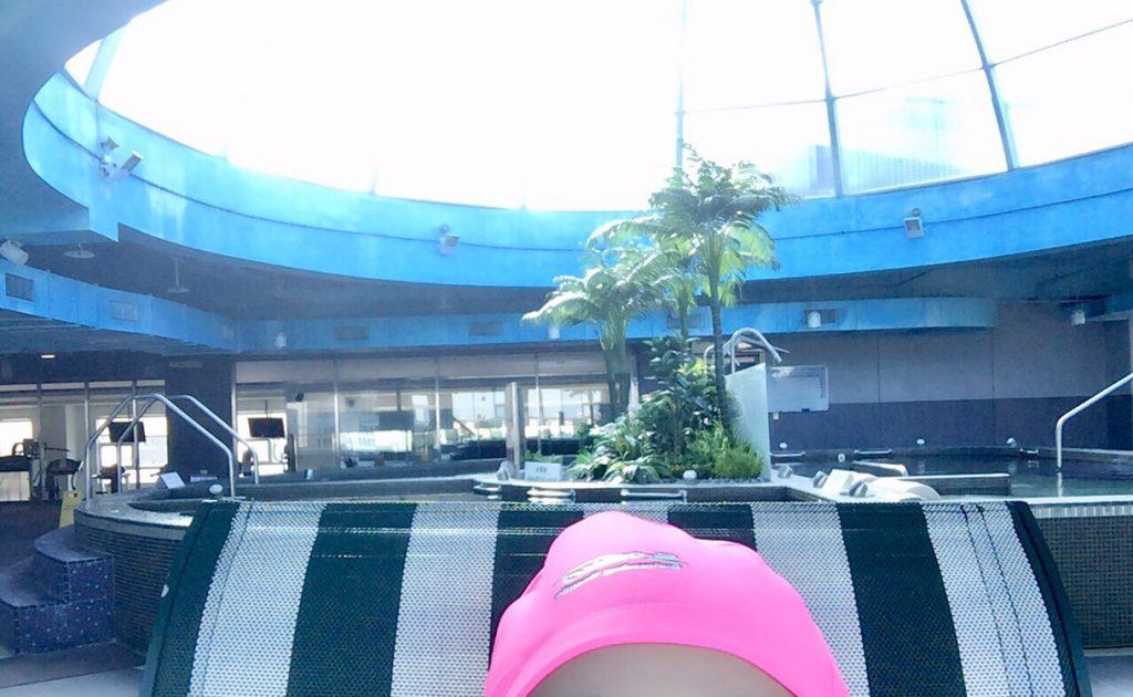 台湾のプールは水泳帽が必須 水中キャップ