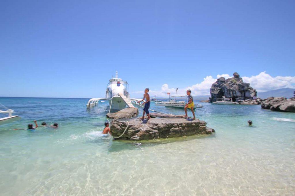 フィリピン アポ島の海が透明度が高く綺麗