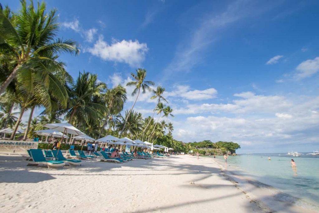 フィリピン ボホール島のビーチ 海が綺麗