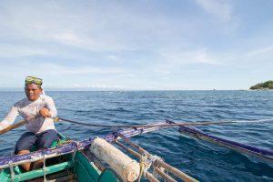 フィリピンで地元の現地人とアイランドホッピングツアー