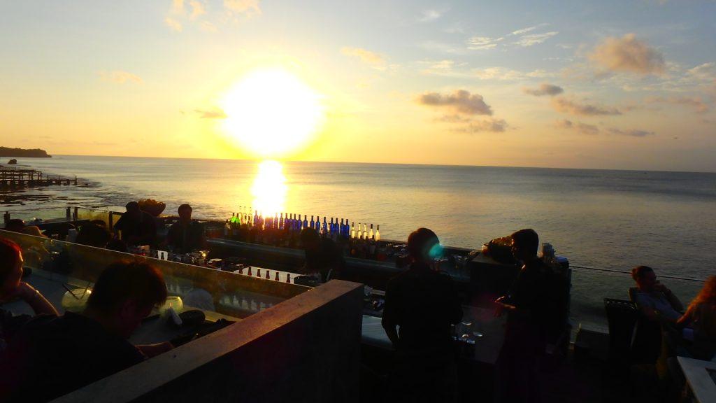 バリ島で絶景サンセット ロックバー( Rock Bar)