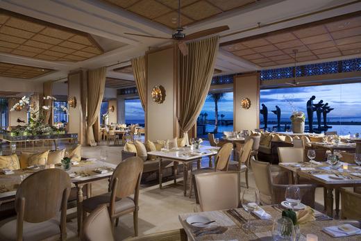 バリ島の高級レストラン ホテル「ザ・ムリア」内 ソレイユ