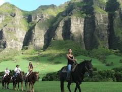 ハワイ オアフ島で乗馬体験 クアロア牧場