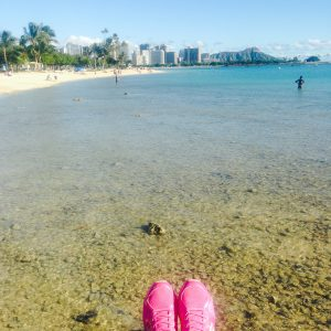 ハワイ旅行での服装 女性 スニーカー