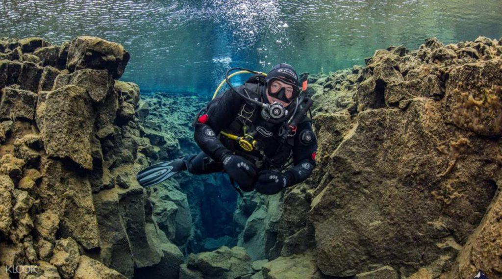 アイスランド シルフラの泉でダイビング