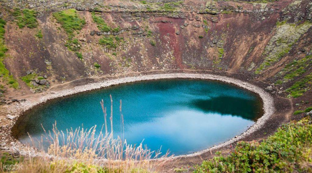ゴールデンサークルの火山湖 ケリズ