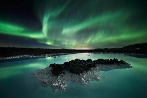 冬におすすめの海外旅行先 アイスランドのオーロラ