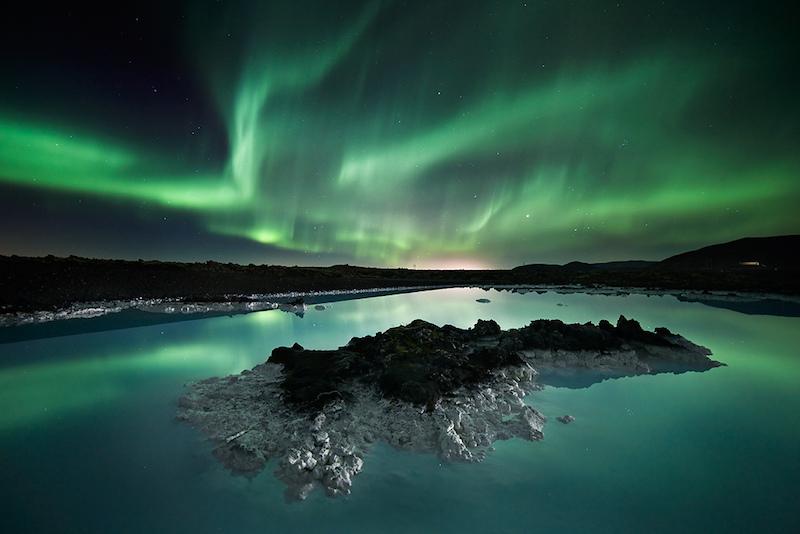 アイスランド 温泉からオーロラが見れる ブルーラグーン