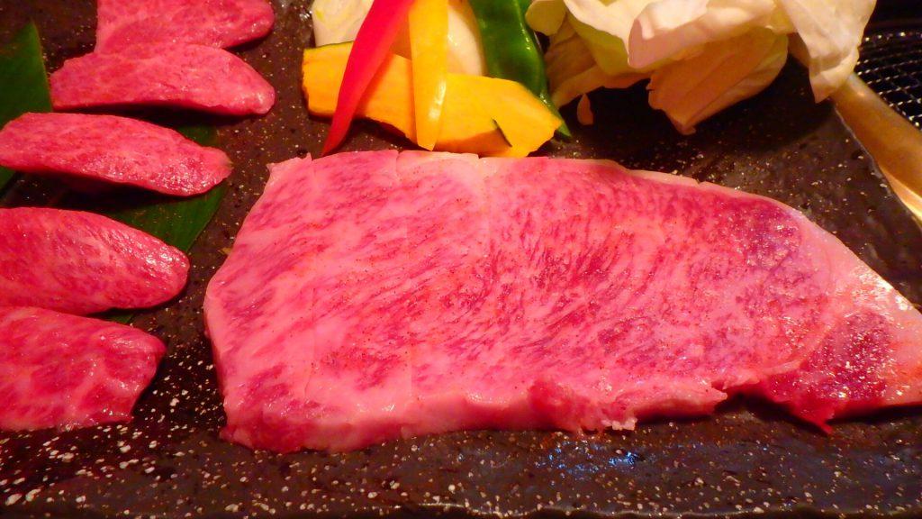 石垣島で石垣牛が美味しい焼肉屋さん カルビとサーロイン